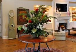 fabulous-flower-centerpiece-old-clock